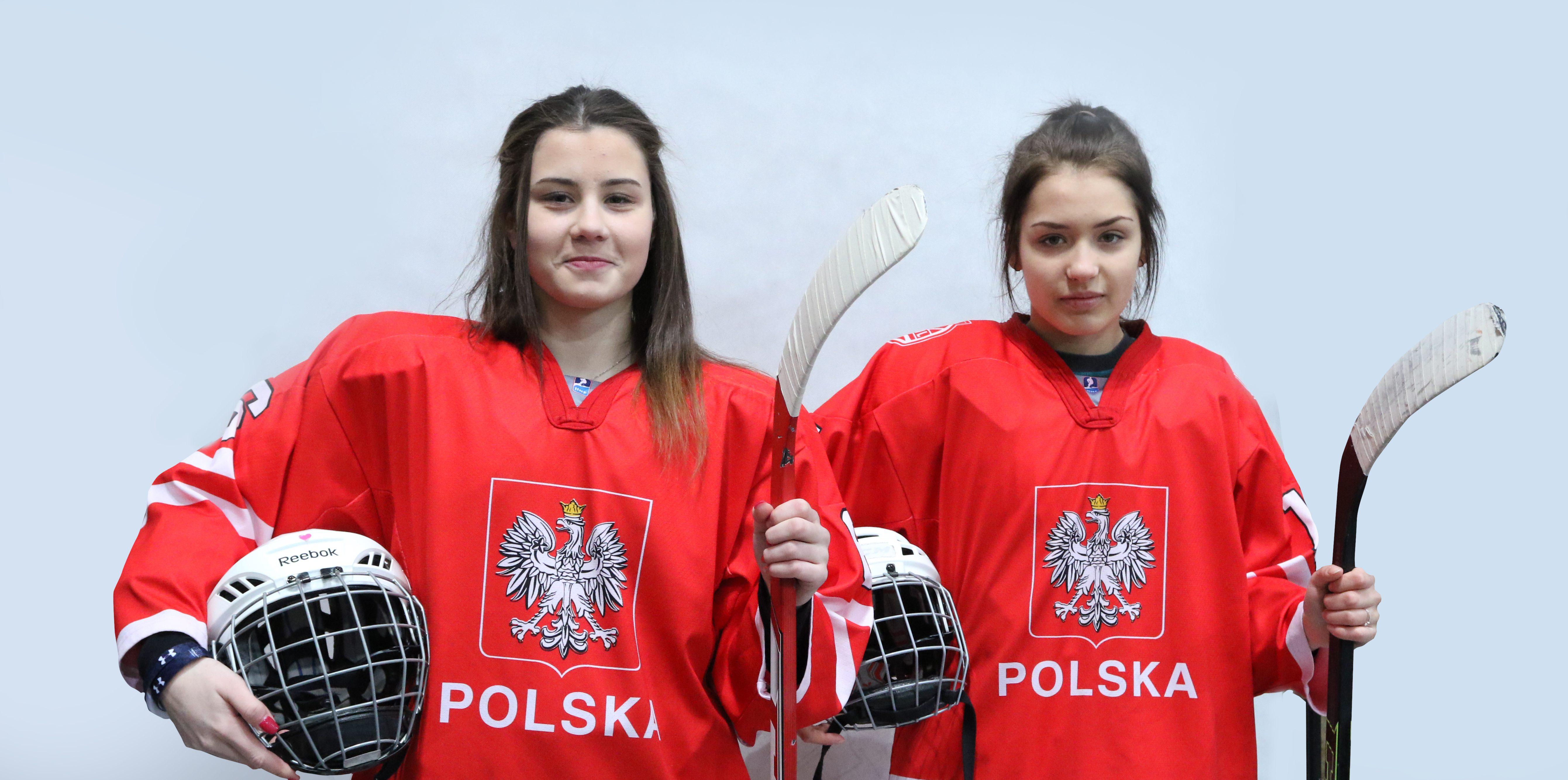 Polskie hokeistki od lewej Ada Wawrzyk i Katarzyna Wybiral Fot. PZHL